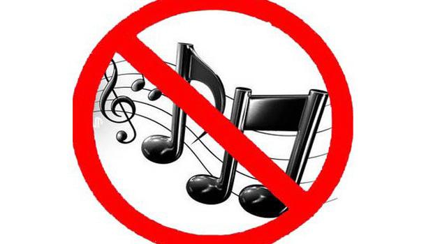 Fone de ouvido não faz mal a ninguém. Projeto de lei proíbe som alto nos ônibus de Goiânia
