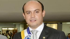"""""""O governador Sandoval Cardoso (foto), quando sentiu o peso da máquina e do desgaste popular, começou a mudar peças no governo"""", disse Pugliesi"""