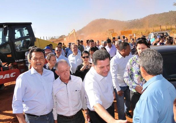 Marconi lançando as obras de construção da GO-164, que vai permitir a ligação de Buriti de Goiás com São Luiz de Montes Belos | Foto: Equipe Marconi