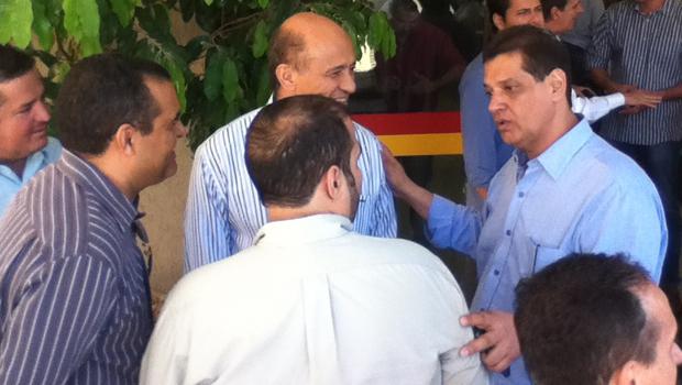 Pré-candidato a vice-governador de Iris Rezende (PMDB), Armando Vergílio chegou após final de reunião com lideranças do interior