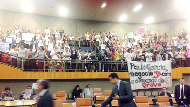 Plenário da Câmara estava lotado na sessão desta quinta-feira. Foto: Reprodução/Twitter/Vereador Djalma Araújo