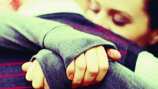 Mãos ao alto! Isto é um abraço