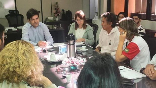 Secretário de Saúde de Goiânia promete levar ao prefeito pauta de reivindicação dos grevistas