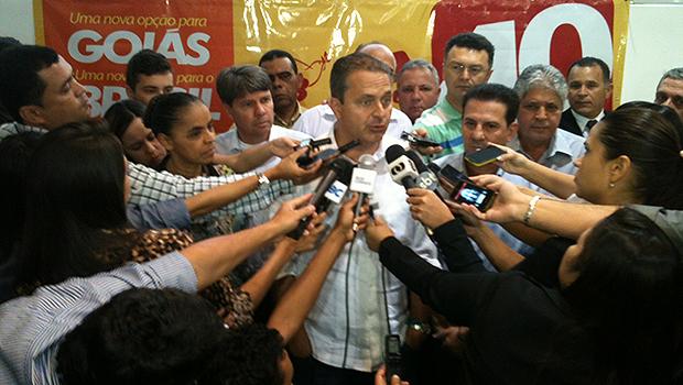 Aos jornalistas, Eduardo Campos avaliou que é preciso mudar cenário político em Goiás e no Brasil. Foto: Marcello Dantas/Jornal Opção Online