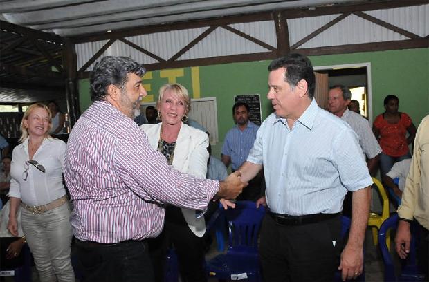 Prefeito Josaquim (à esquerda) com o governador durante inauguração da reconstrução da GO-118. Foto: Lailson Damásio/Governo de Goiás