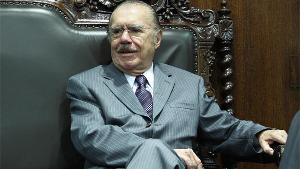 Senador José Sarney anuncia que não vai concorrer à reeleição