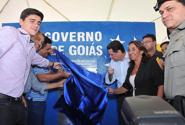 Governador inaugura a reconstrução de 100 quilômetros da GO-010