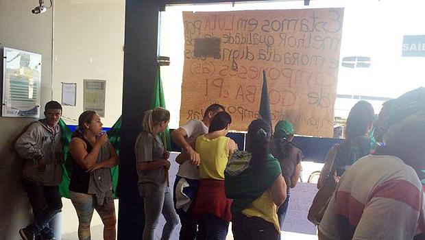 Em Catalão, camponeses protestam contra retirada deles na segunda etapa de projeto habitacional