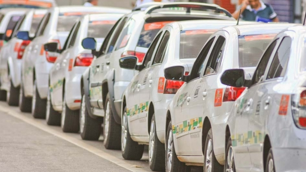 Vereadores de Goiânia aprovam projeto de lei que permite transferência de exploração de táxis para terceiros