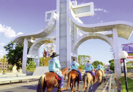 Cavaleiros chegam a Trindade para cumprir votos: infraestrutura garantida | Jaqueline Costa