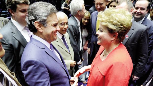 Apetista Dima Rousseff e o tucano Aécio Neves podem realizar uma dura disputa no segundo turno, em outubro | Foto: Pedro França/ Agência Senado