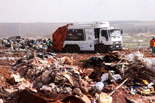 Comurg garante que até agosto mais 42 caminhões compactadores estarão circulando em Goiânia