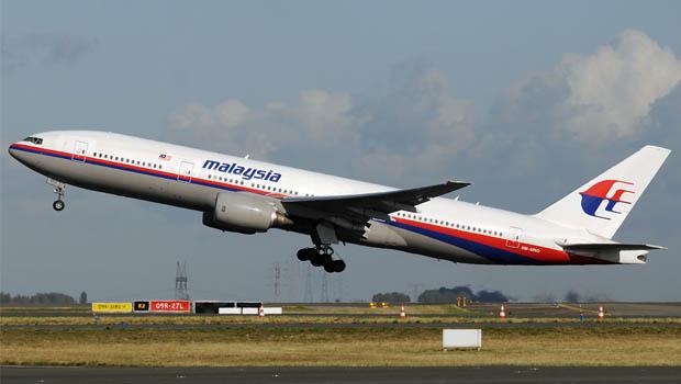 Avião cai na Ucrânia com 295 passageiros a bordo. Suspeita é de que a aeronave tenha sido abatida por um míssil