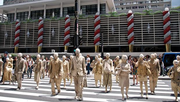 Circuito Palco Giratório promove intervenção teatral nas ruas de Goiânia