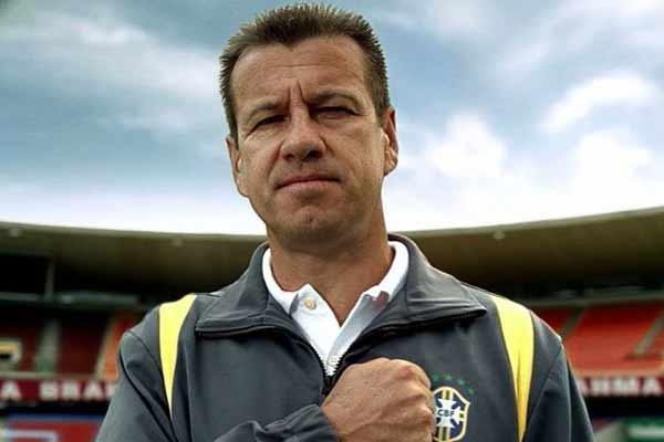 Dunga já assinou contrato para comandar seleção brasileira, garante rádio