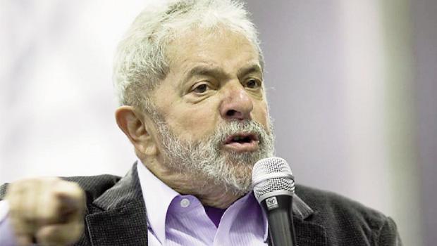 """Lula em Praia Grande, onde se apresentou como defensor da candidatura de Dilma: """"Maior dilmista do Brasil"""""""