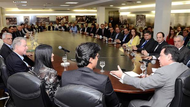 Governador assina protocolo para a instalação de mais duas montadoras em Goiás