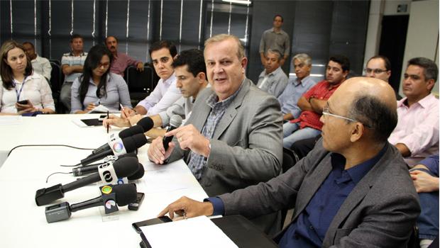 """Paulo Garcia anuncia reforma administrativa na Comurg e diz que pagamento de supersalários é """"amoral"""""""