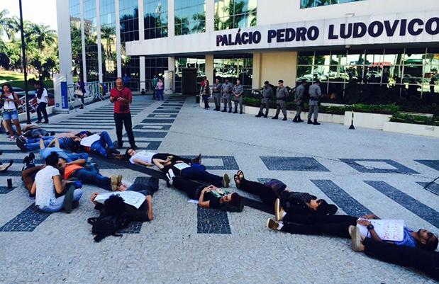 Artistas voltam a se manifestar na Praça Cívica pela liberação do Fundo de Cultura