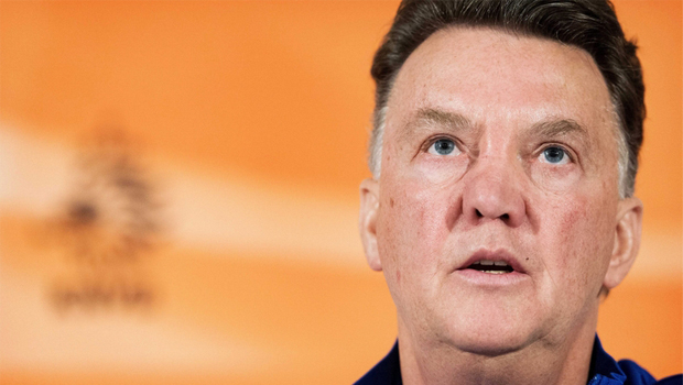 Técnico holandês pede vitória contra o Brasil como presente de despedida