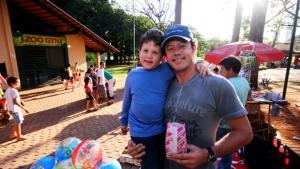 Para o médico Daniel Thomaz de Aquino e seu filho Matheus,  o Zoo de Goiânia é muito seguro e ótima opção de lazer. Foto: Fernando Leite