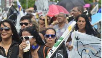 Admiradores expressam em lágrimas dor pela morte de Eduardo Campos