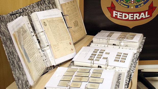 PF de Goiânia recupera selos e pergaminhos históricos vendidos em Brasília