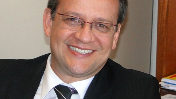 Beto Albuquerque  é  advogado deputado federal pelo Rio Grande do Sul