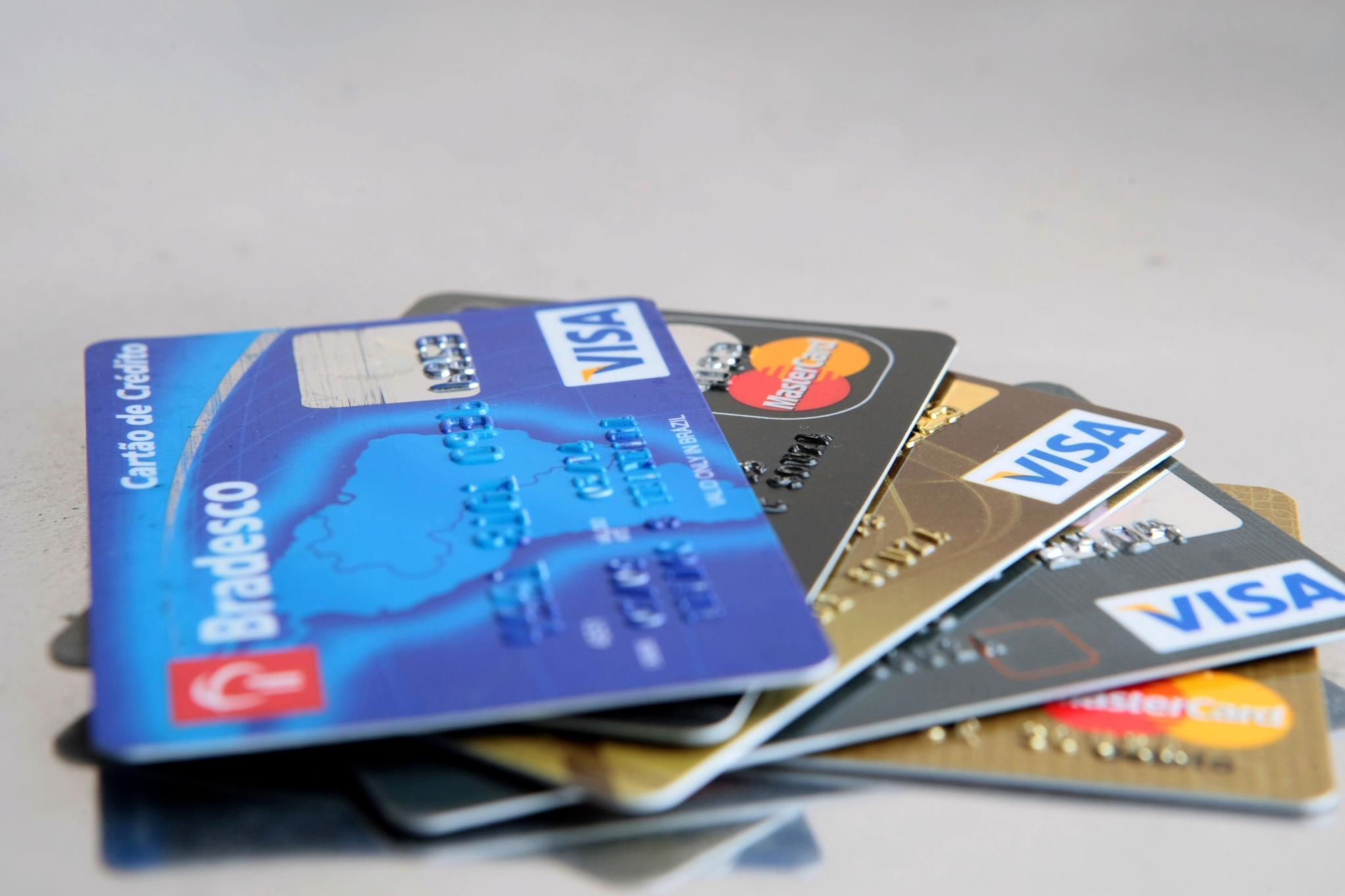 Projeto de lei pretende vetar exigência de valor mínimo para compras com cartão no comércio goiano