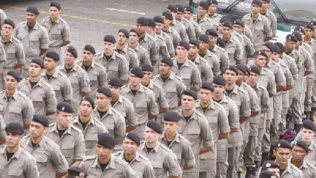 Caiado não cumpre integralmente proposta de equiparação salarial e policiais criticam projeto