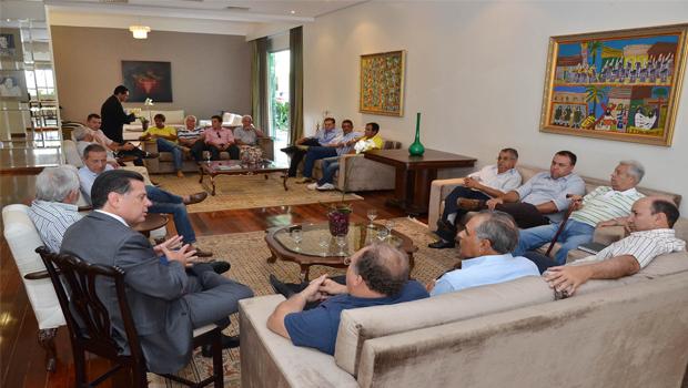 Governador Marconi Perillo (PSDB), Frederico Jayme (PMDB), e lideranças peemedebistas de Pirenópolis durante reunião