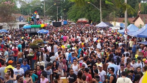 Comunidade LGBT reivindica criminalização da homofobia e pede justiça por João Donati na XVIII Parada de Goiânia