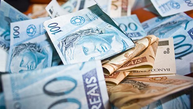 Balança comercial registra déficit de US$ 3,93 bilhões em 2014