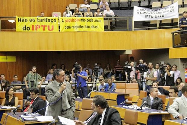 Vereadores da oposição criticam reajuste linear que aumenta 60% no IPTU e ITU