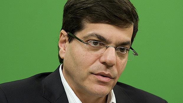 Ali Kamel, jornalista, tem sido  atacado possivelmente porque  defende, em seus artigos e livros,  ideias liberais, não esquerdistas