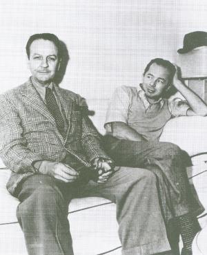 """Raymond Chandler, um dos principais autores de romances e contos policiais, e o diretor de cinema Billy Wilder. Eles brilharam e brigaram ao roteirizar o filme """"Pacto de Sangue"""""""
