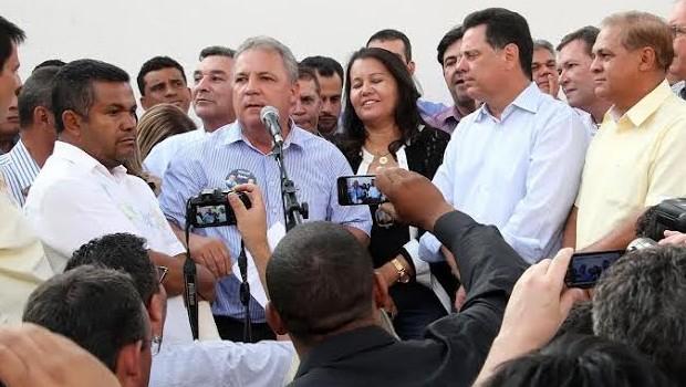 Prefeito de Senador Canedo declara apoio à reeleição de Marconi