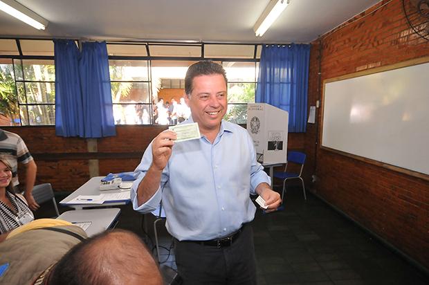 Marconi Perillo vota em Palmeiras de Goiás
