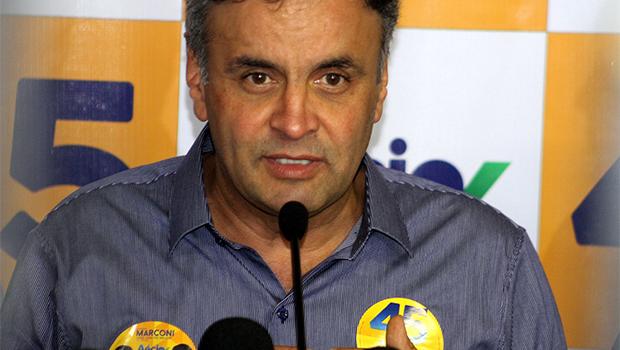 Em Goiânia, Aécio Neves critica Dilma e diz que Goiás e Minas Gerais são inspirações para o Brasil
