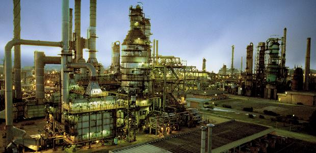 Prejuízo da Petrobrás em não corrigir preços de combustíveis chega a R$ 59 bilhões, enquanto rombo com o represamento dos preços da tarifa energética pode ter chegado a R$ 120 bi lhões