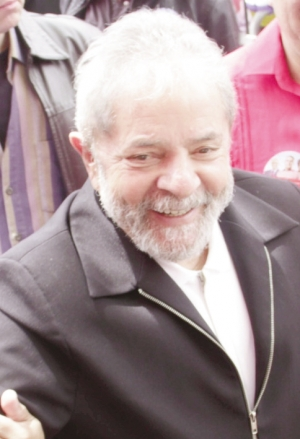 """Lula da Silva: o criador do Lulopetismo, espécie de movimento político que submeteu o petismo, deve ser candidato a presidente da República em 2018, pois o PT tende a desistir da política do """"poste"""""""