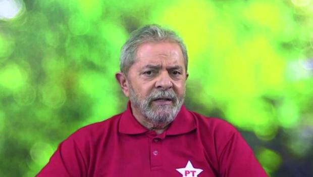 """Lula: """"Se você olhar a 'Veja' como um panfleto da campanha do Aécio, você sofre menos""""; assista ao vídeo"""
