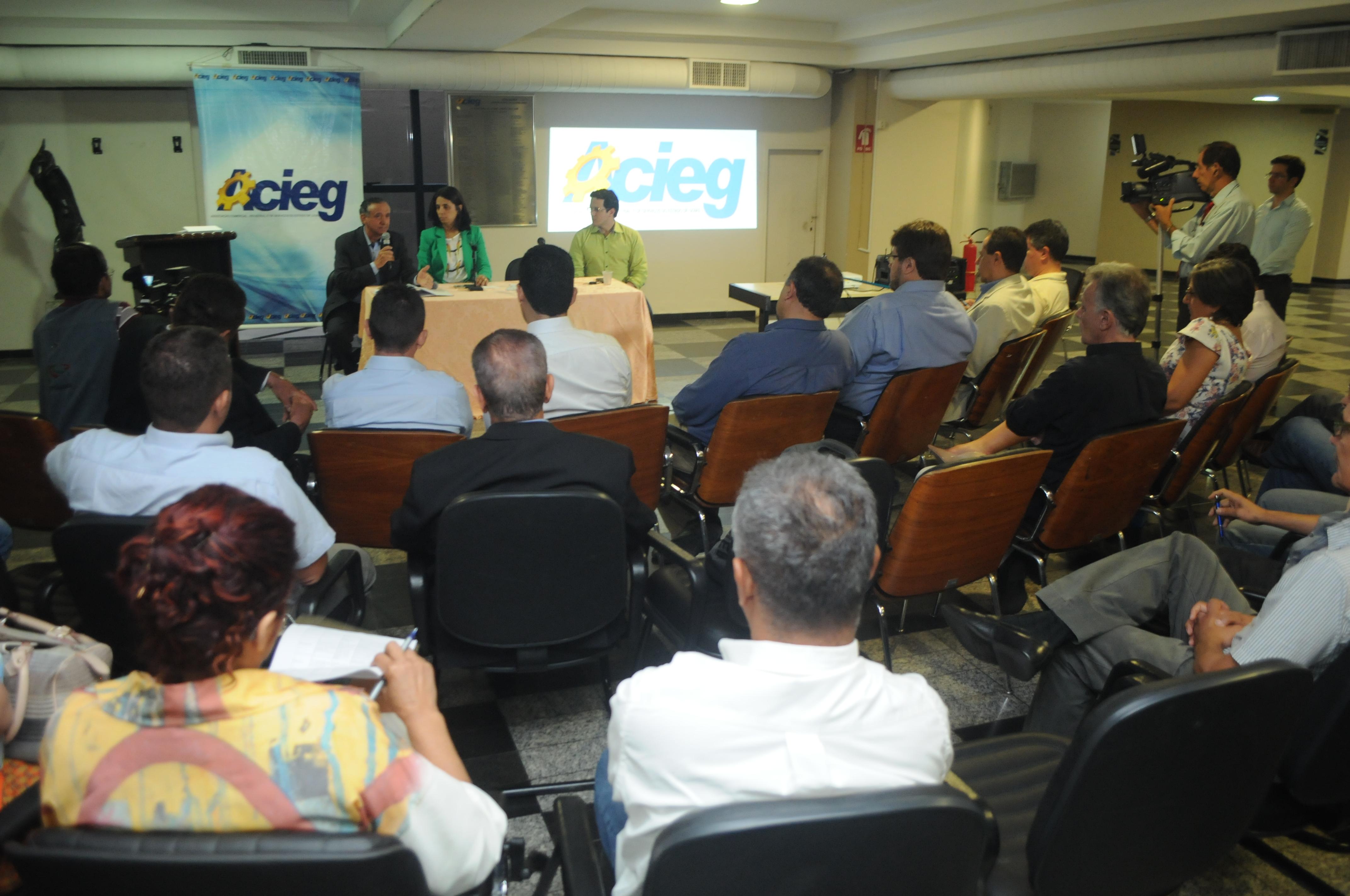 Críticas dão a tônica na audiência pública sobre o projeto de reajuste de IPTU/ITU de Goiânia