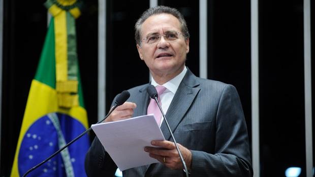 """Renan Calheiros diz que Dilma e Temer """"perderam poder"""" com aprovação da PEC da Bengala"""