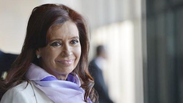 Cristina Kirchner é hospitalizada com fratura no tornozelo
