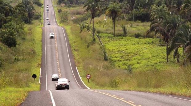 PRF restringe trânsito de veículos de carga em rodovias durante feriados