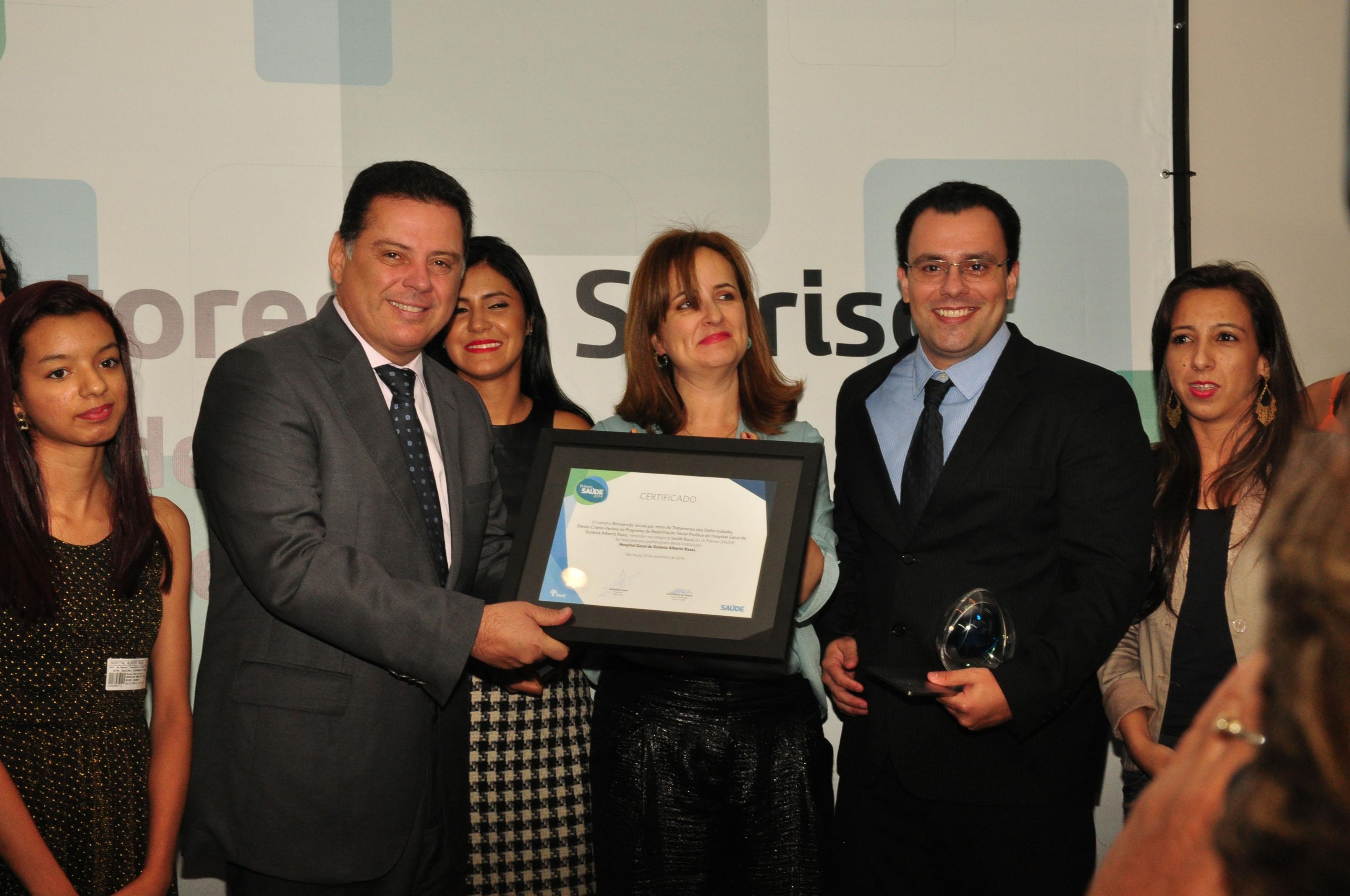 Governador recebe prêmio nacional por programa de reconstrução facial do HGG