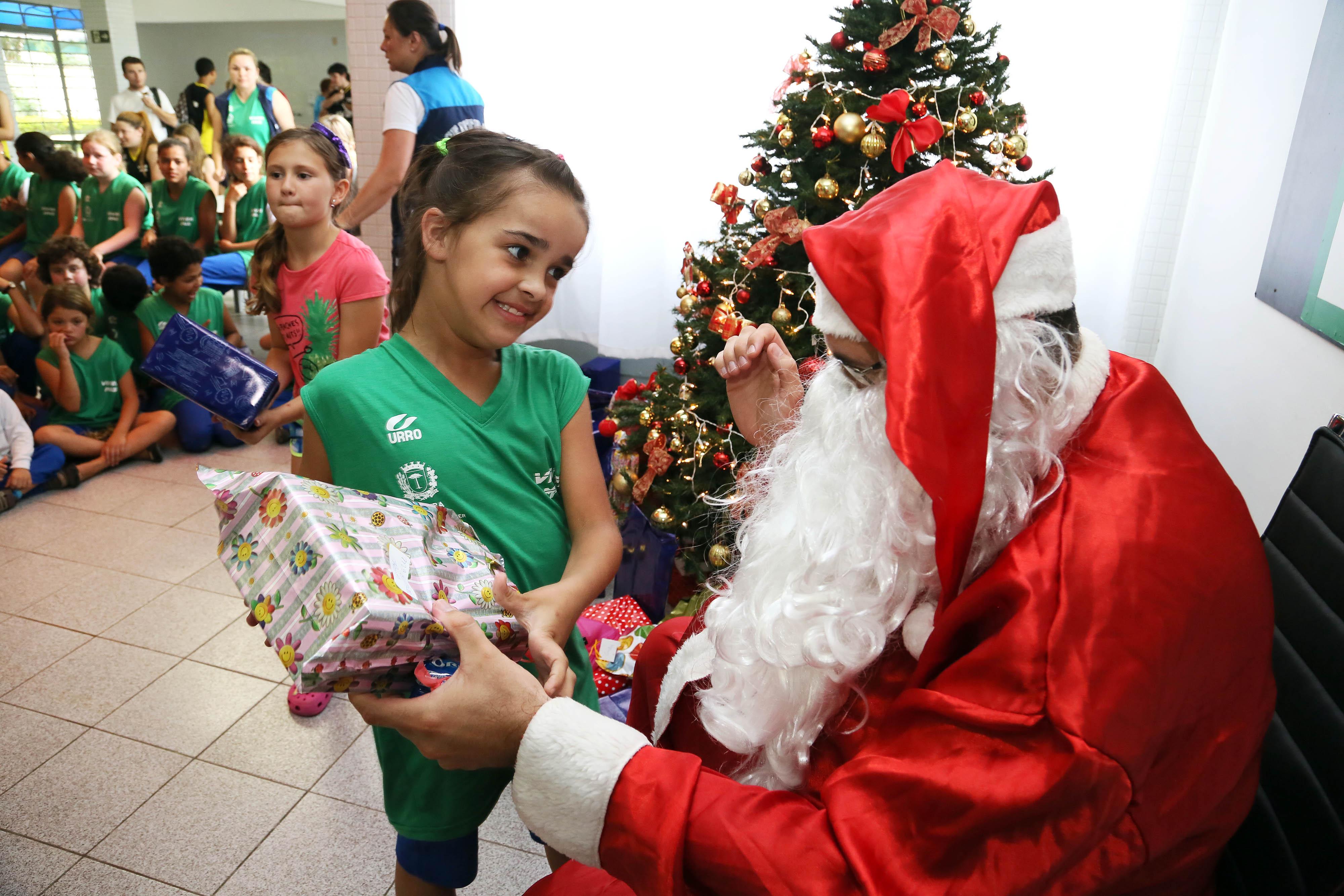 Pesquisa aponta que 88,8% dos goianienses irão presentear alguém neste natal