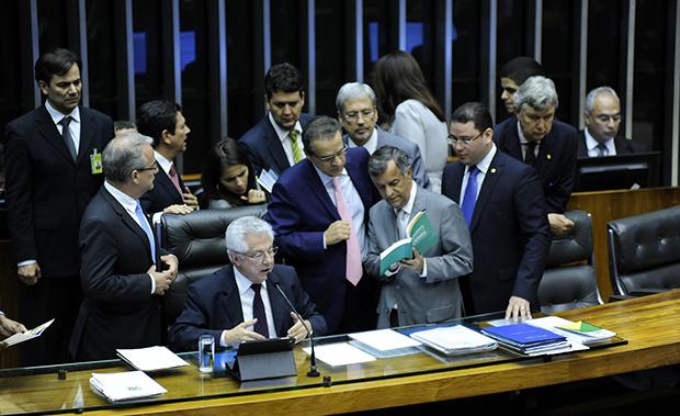 Câmara aprova cassação do deputado André Vargas