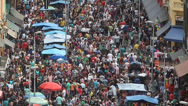 Movimento na rua 25 de Março no último fim de semana antes do Natal   Foto: Paulo Pinto/Fotos Publicas